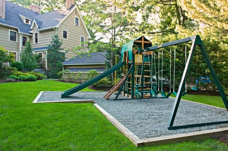 parque-infantil-columpios-toboganes-opciones-jardines-amplios
