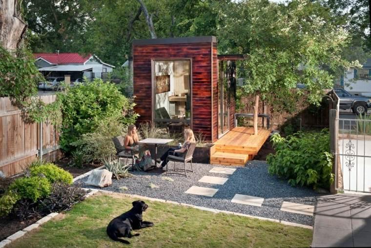 patios ideas madera-elegante-fresca-perro-hormigon