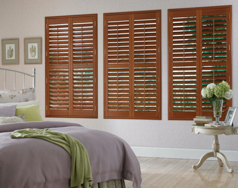 persianas de madera habitación