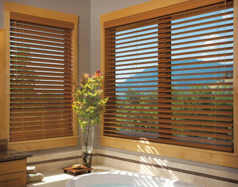 Persianas venecianas de madera - interesantes soluciones para interior -