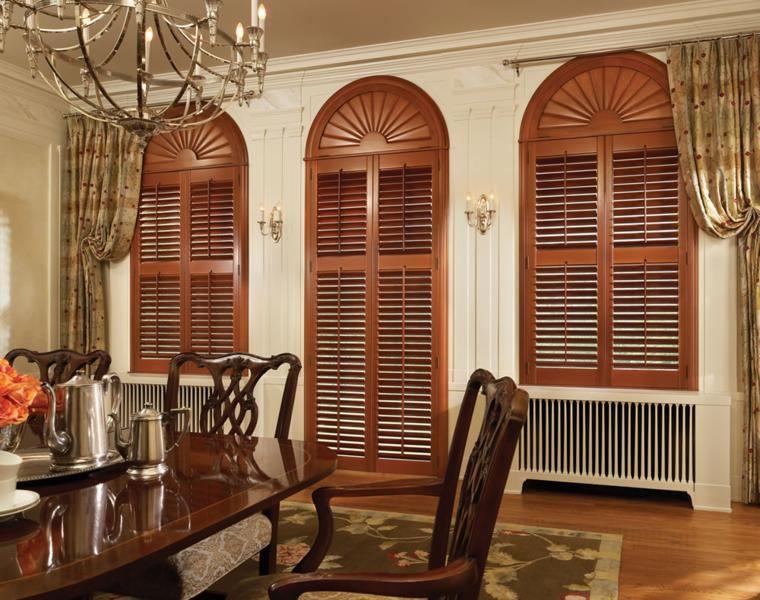 interiores con persianas venecianas de madera
