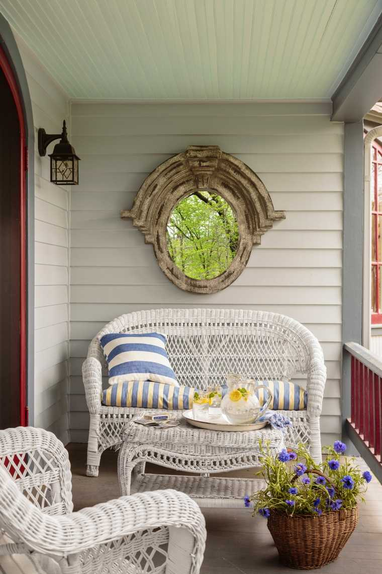 porche-moderno-estilo-clasico-pared-espejo
