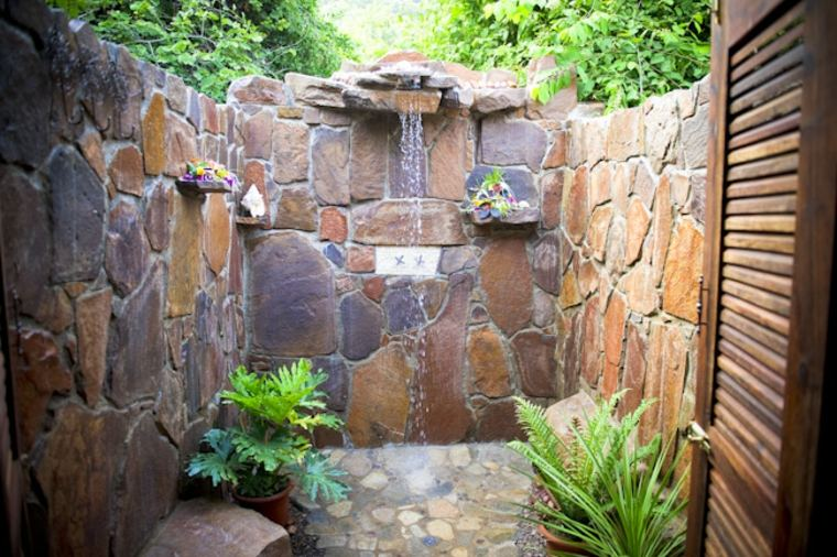 Duchas de jard n que transformar n tu patio en un - Duchas para jardin ...