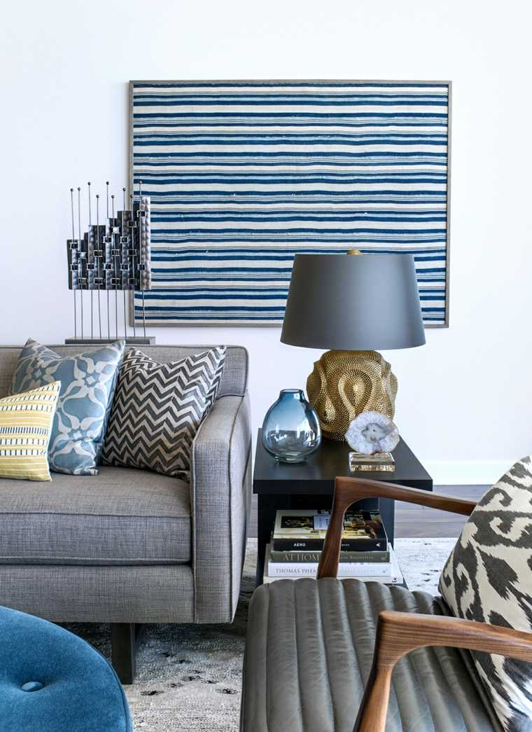 salon-cuadro-muebles-lampara-azul-gris-estilo-moderno