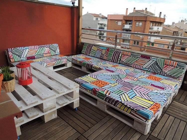 salon-diseno-terraza-exterior-muebles-blancos