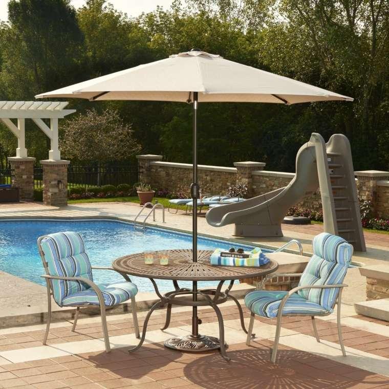 jardin-piscina-sombrilla-diseno