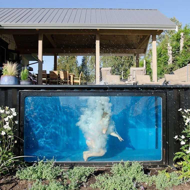 Piscina dise o moderno utilizando contenedores de env o for Bricomania piscina