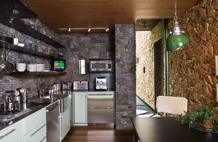 revestimiento cocina-paredes-piedra-muebles-acero