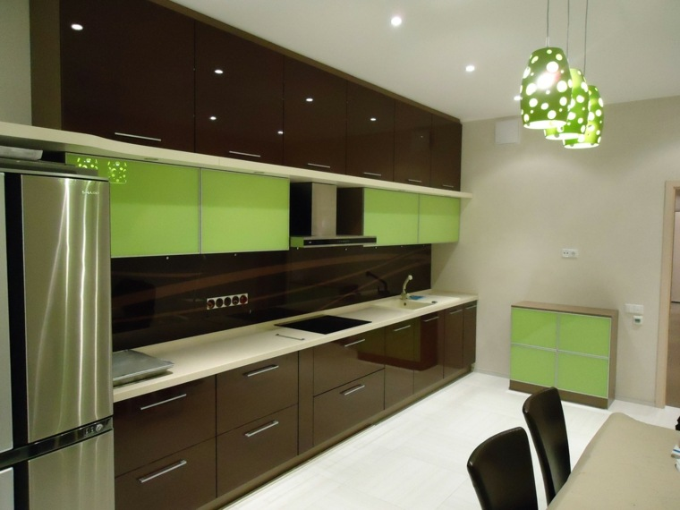 revestimiento-verde-marron-paneles-brillantes