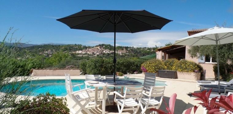 sombrillas-jardin-terraza-vistas-piscina-opciones