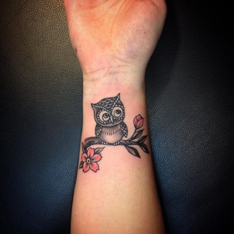 bonito buho pequeno muneca tatuada
