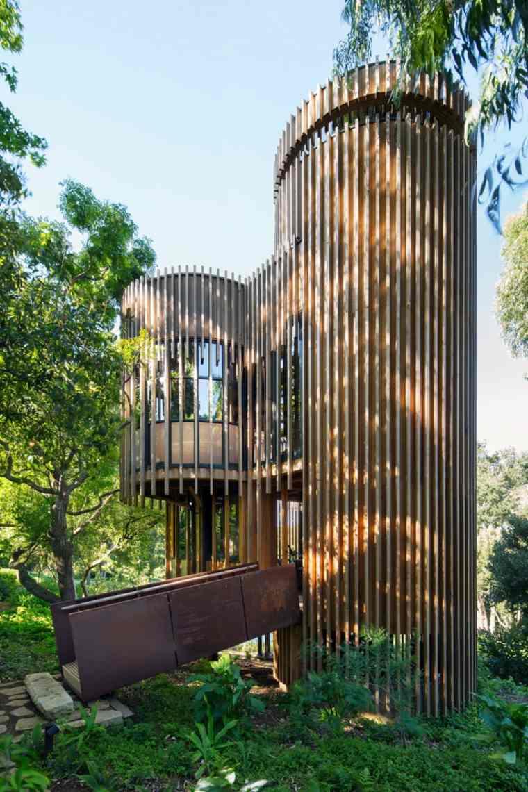 casas en arboles escaleras exteriores