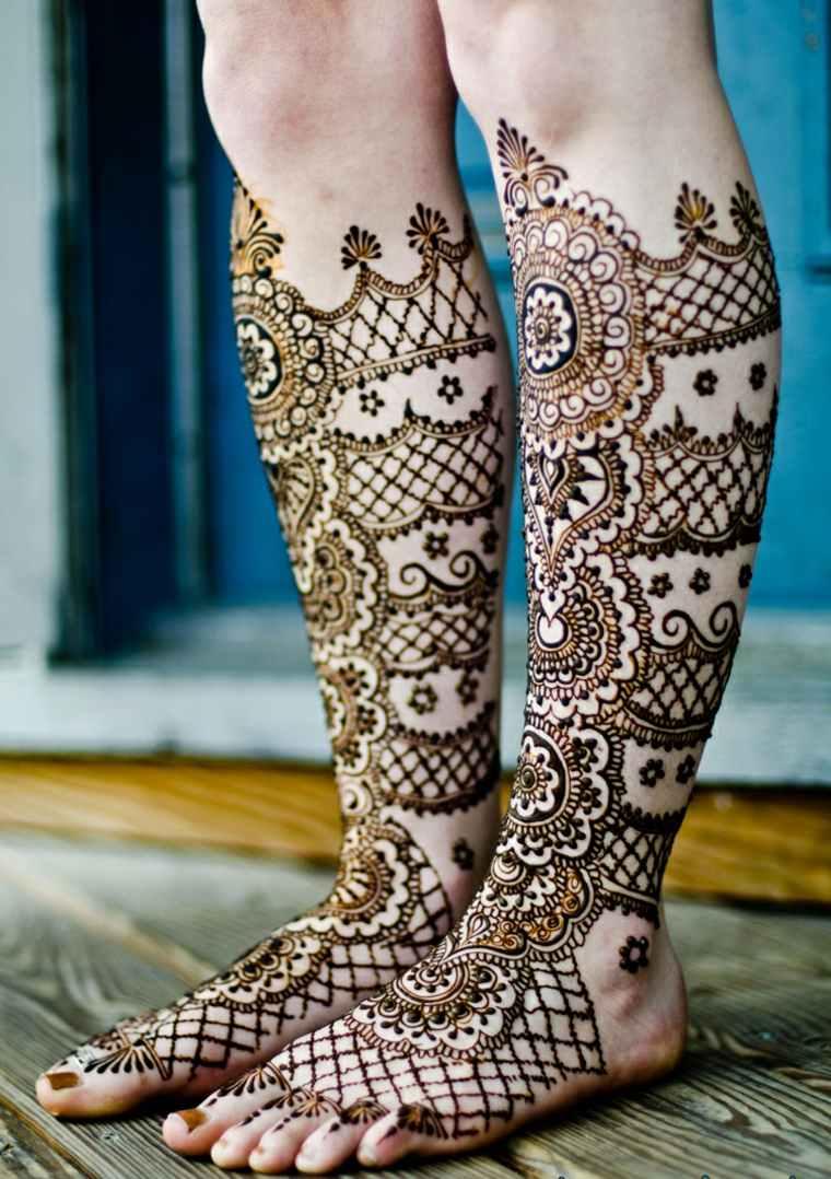 henna tatuaje piernas