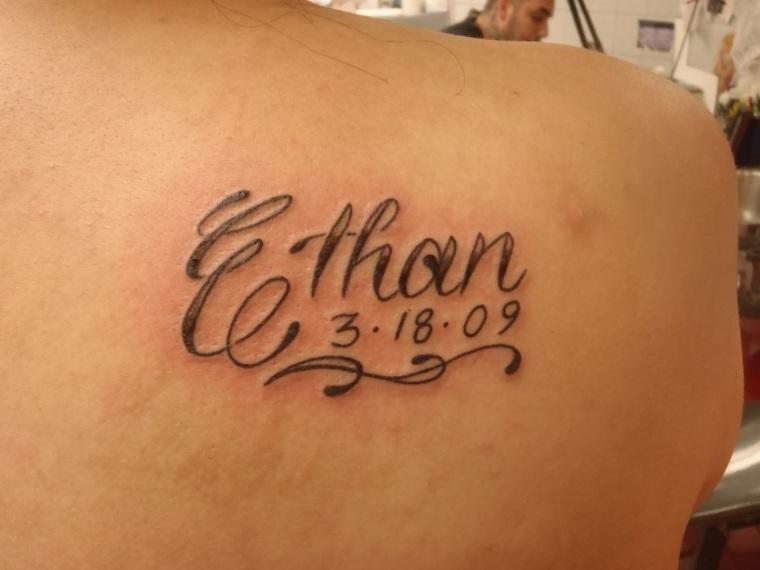 nombres en tatuajes
