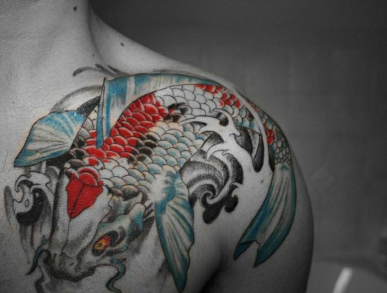 estupendo tatuaje de peces Koi