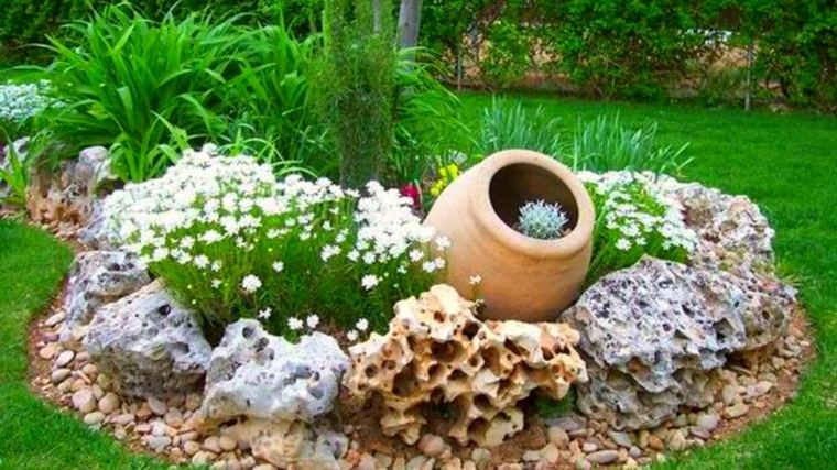 originales ideas para decorar jardines reciclando