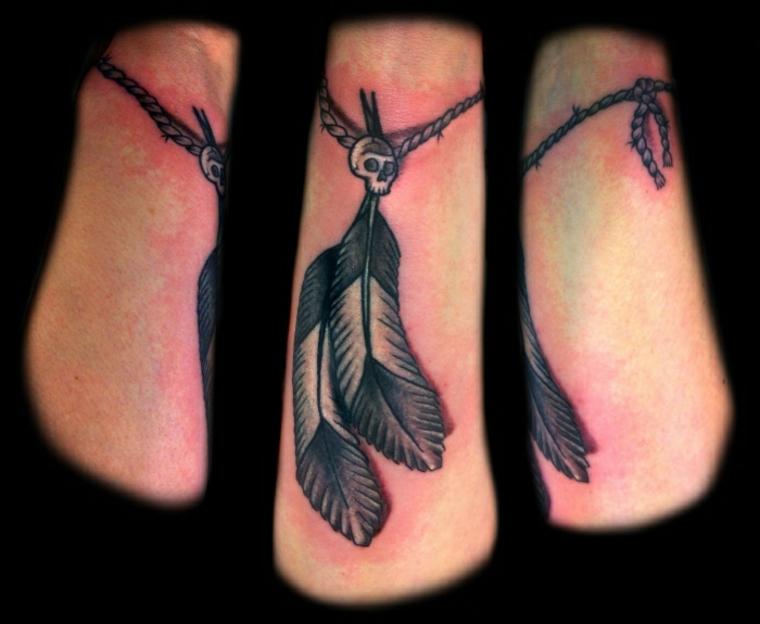 tatuajes de plumas brazos