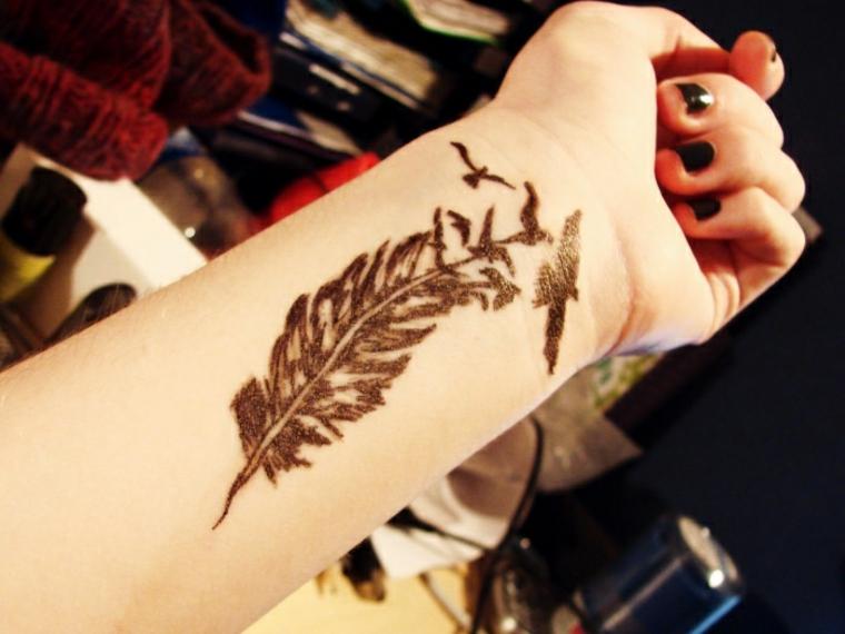 tatuajes de plumas mujer