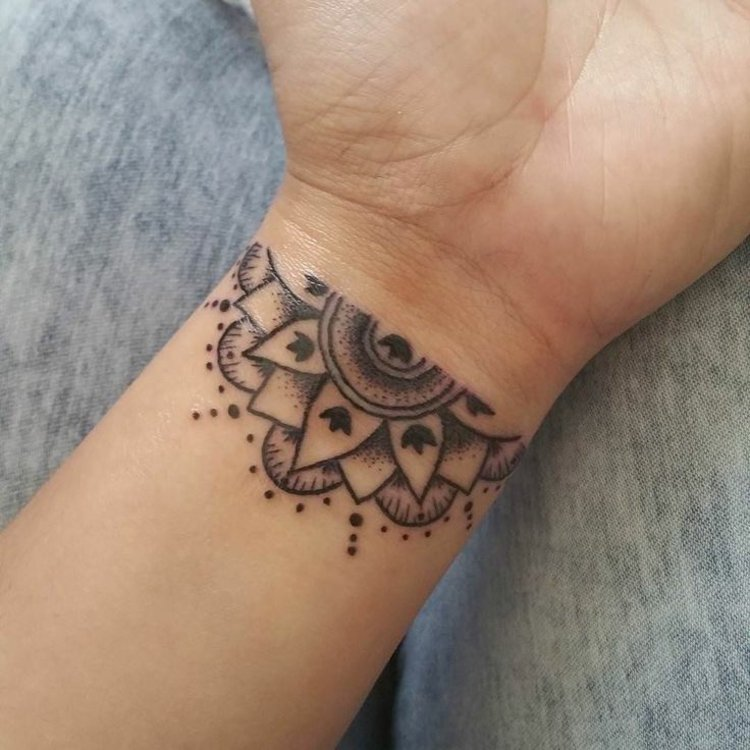 tatuajes en la muñeca siemples colores