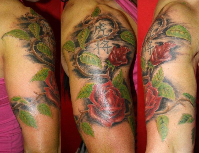 tatuajes media manga muejres flores