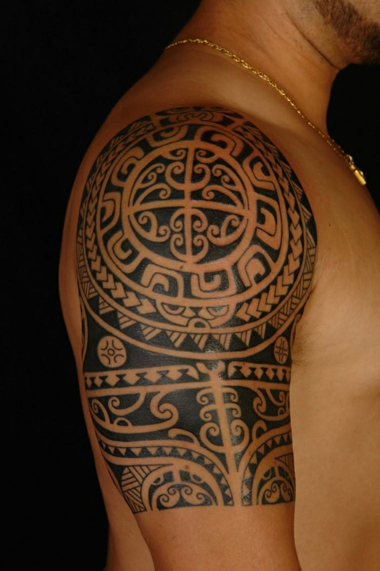tatuajes polinesia hombro