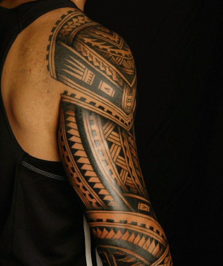 tatuajes polinesios brazo hombre