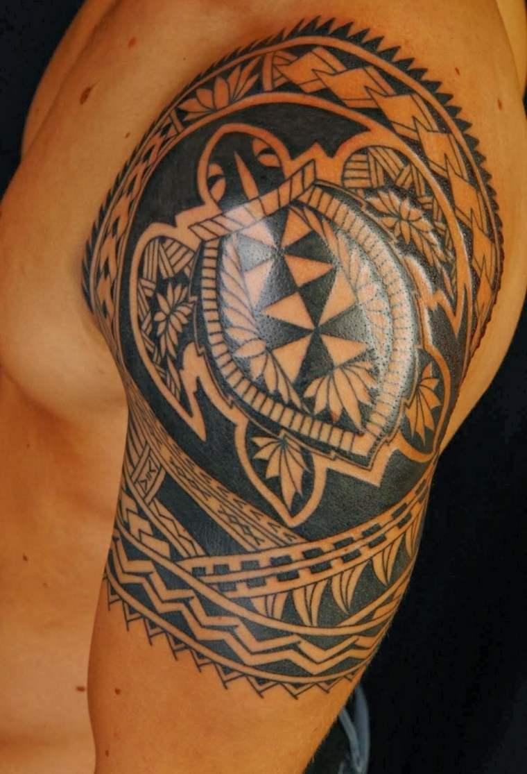 tatuajes polinesios brazo