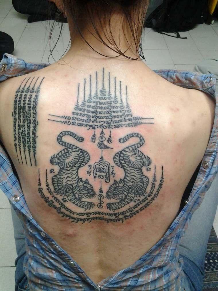tatuajes-tailandeses-opciones-chicas-espalda
