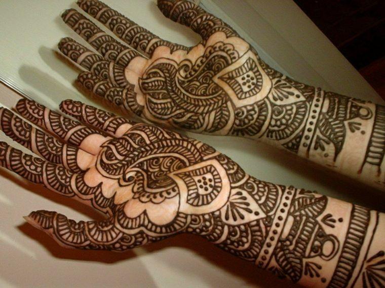 tatuajes de henna en las palmas