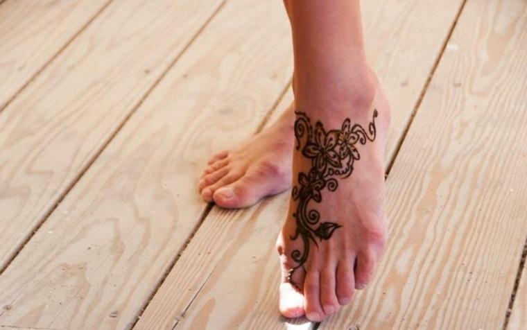 tatuaje en el empeine del pie