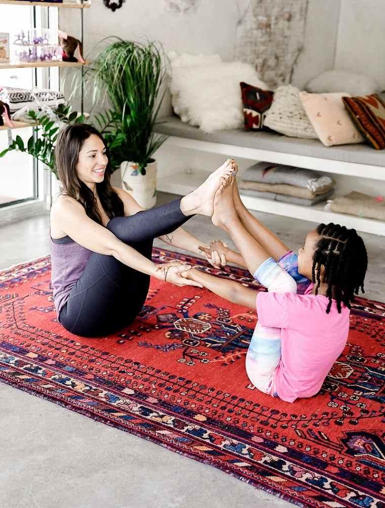 actividades-para-ninos-yoga-casa