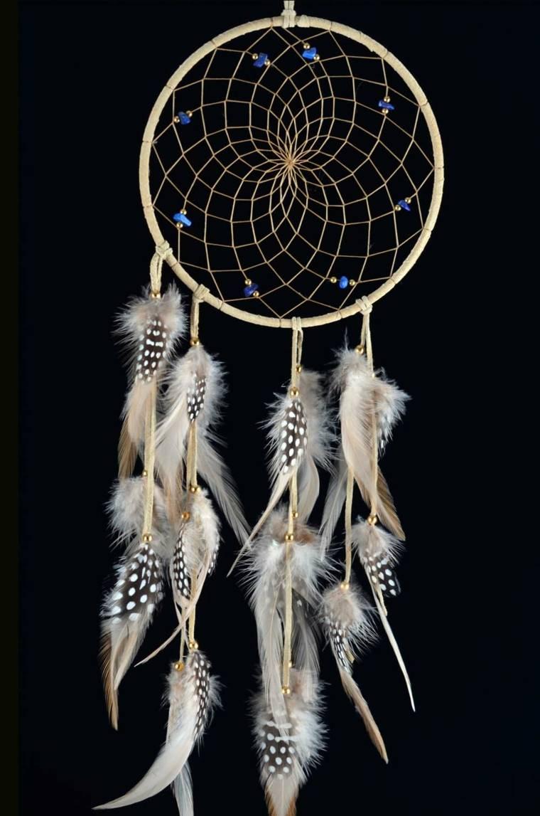 cazador de sueños con plumas