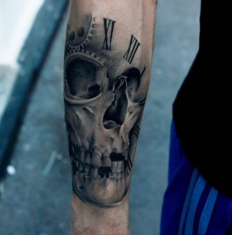 bello-tatuaje-craneo-mano-hombre