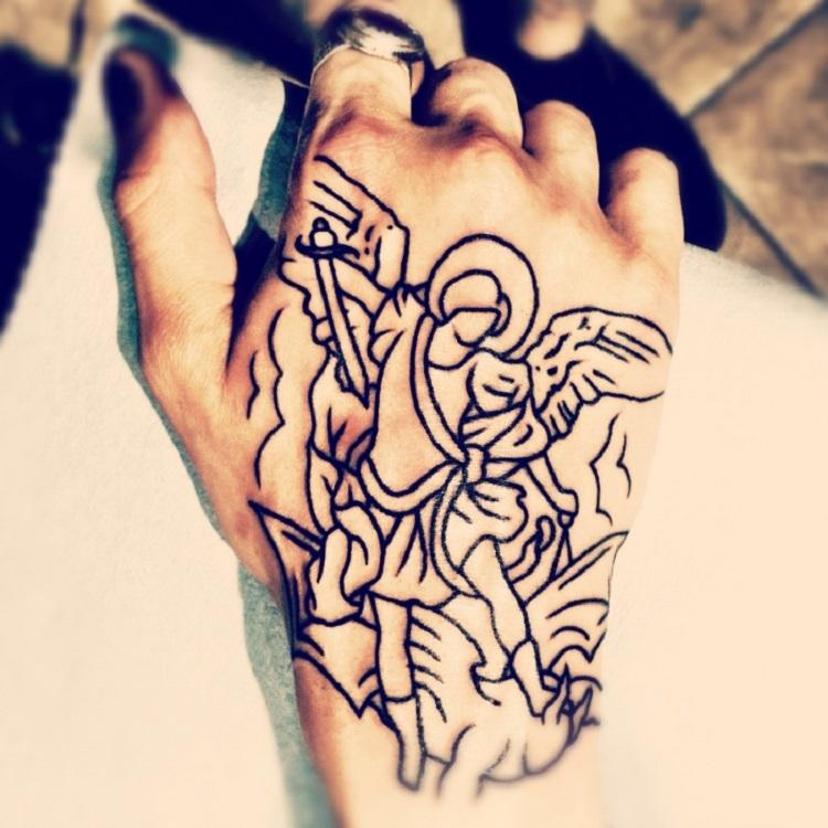 blanco negro tatuaje lineas sencillas