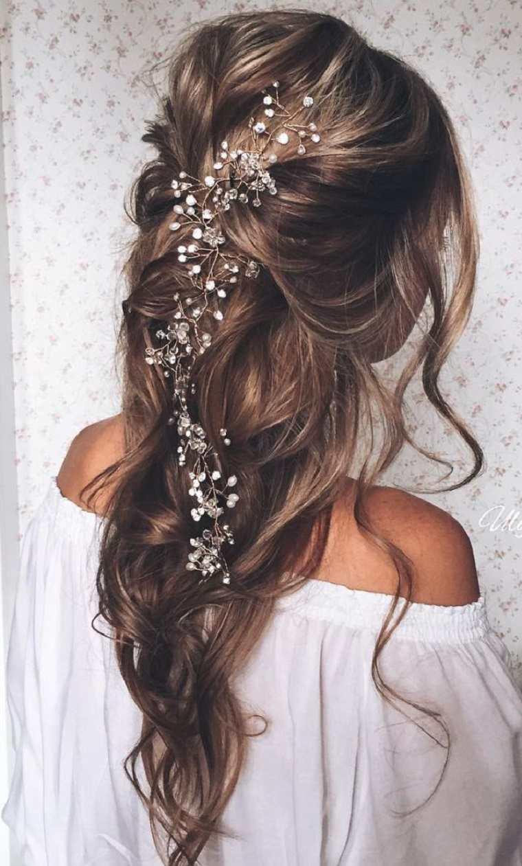boda estilo pelo suelto flores