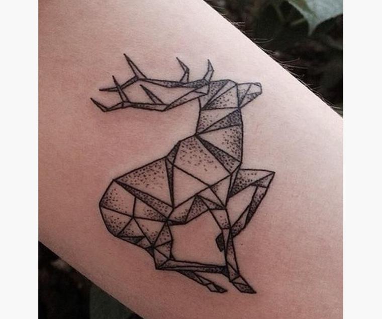 tatuaje de ciervo geométrico