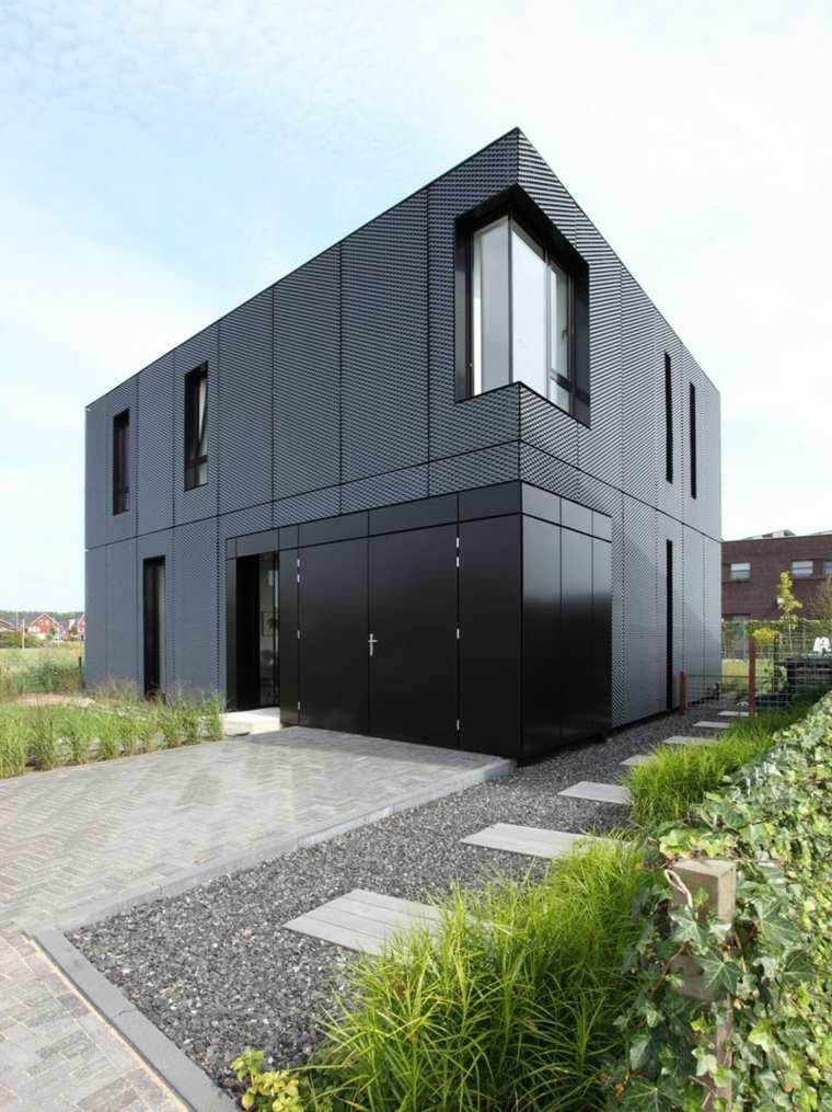 Ejemplos de casas modernas con fachadas de color negro for Casas modernas clasicas