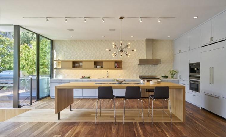 cocina-amplia-diseno-madera-Schwartz-and-Architecture