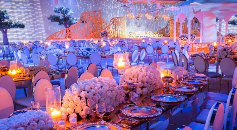 decoracion-mesa-rosas-blancas-lujosa-boda
