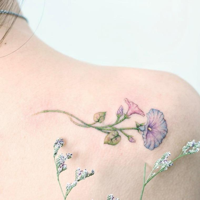 tatu pequeño con flores