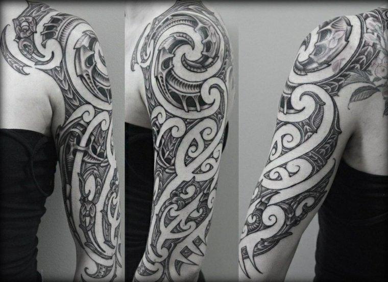 estupendo tatuaje maorí