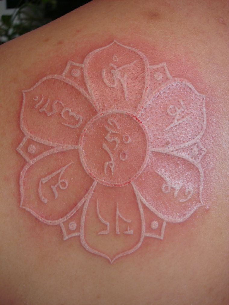 ideas para tatuajes blancos