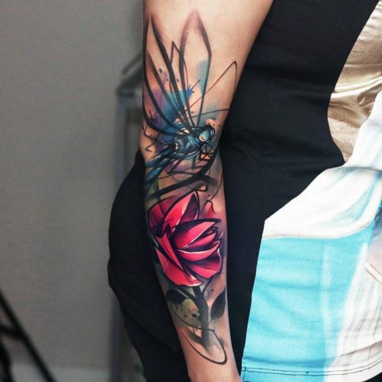 tatuaje femenino moderno