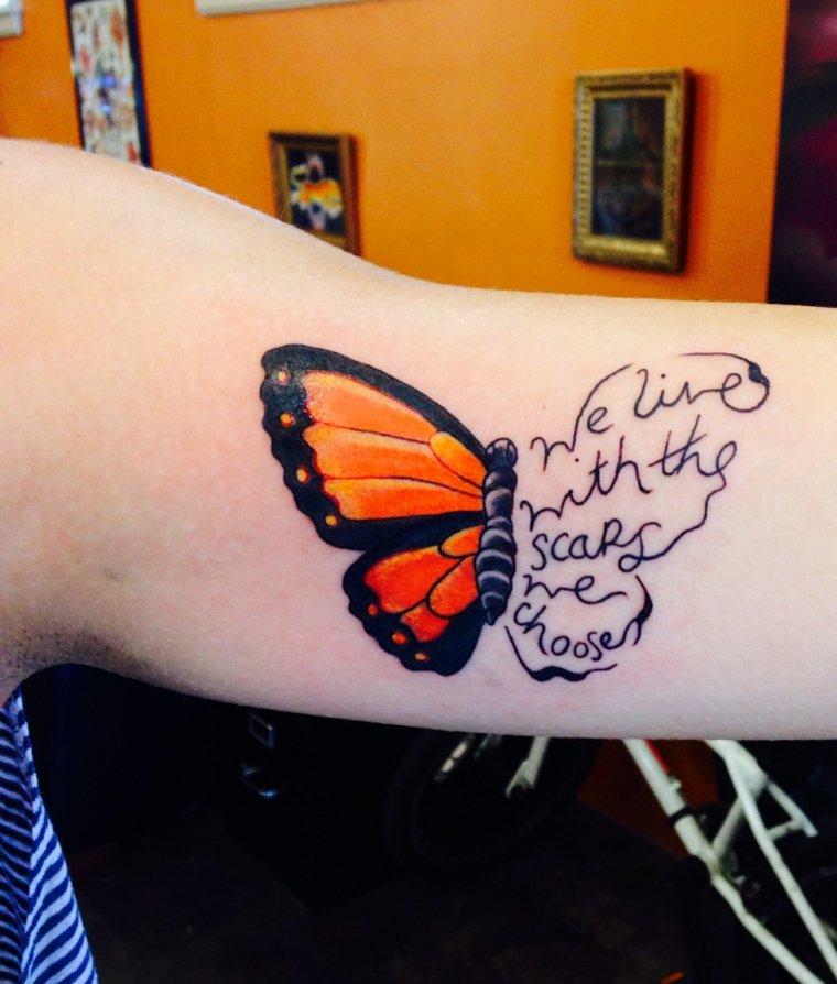 frases-mariposas-tatuajes-estilo-moderno