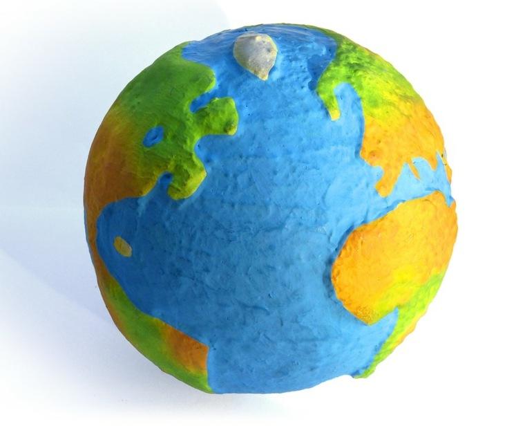 Globo terrestre de papel