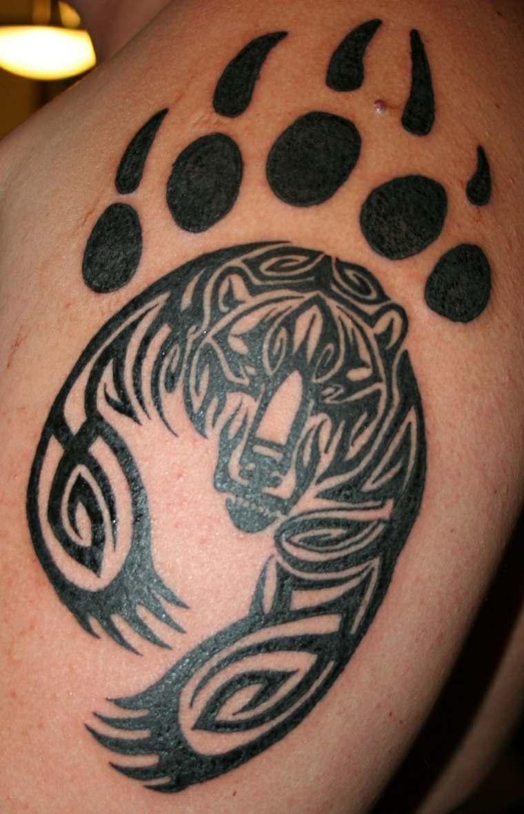tatuaje de estilo maorí