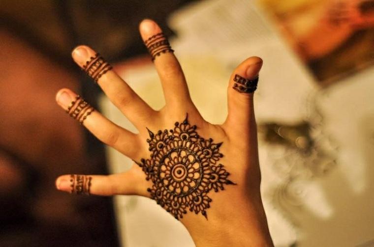 tatuajes de henna forma de Mandala