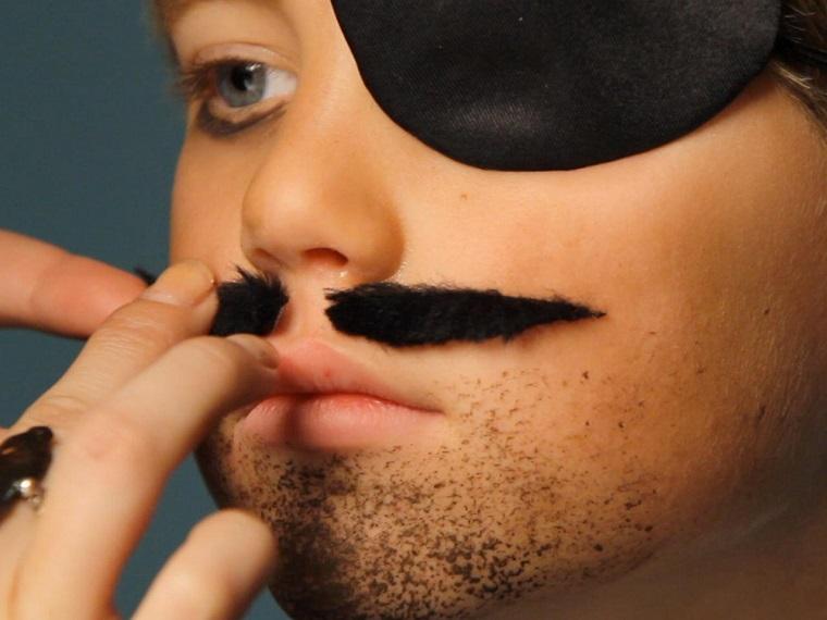 maquillaje Halloween niños -ideas-chico-barba-bigote