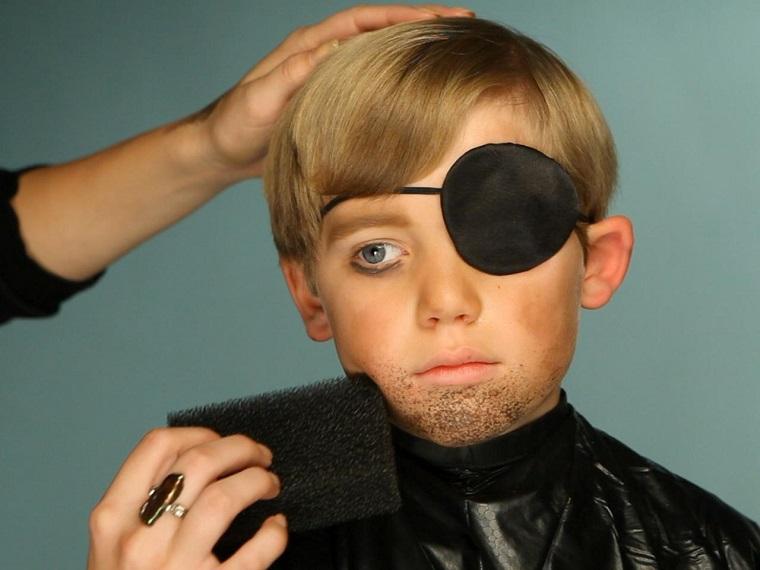 maquillaje-Halloween-ninos-ideas-chico-barba-pirata