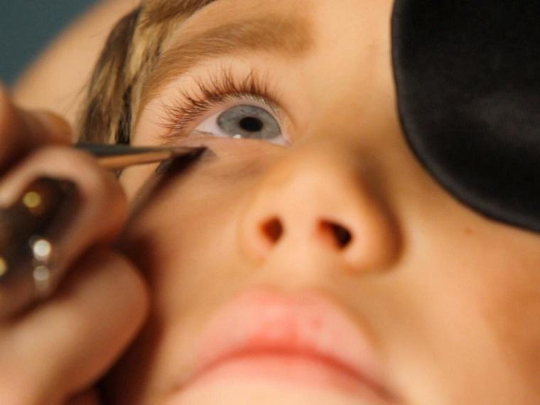 maquillaje Halloween niños-ideas-chico-pirata-circulos-oscuros